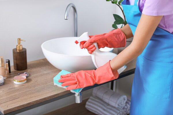 Astuces pratiques pour nettoyer votre salle de bain à fond